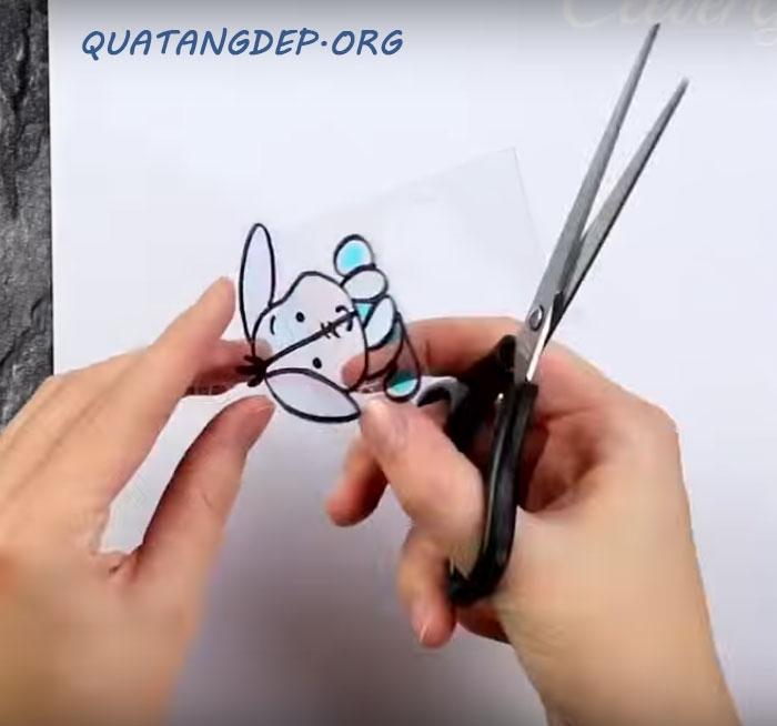 hướng dẫn làm móc khóa bằng vỏ nhựa bước 3